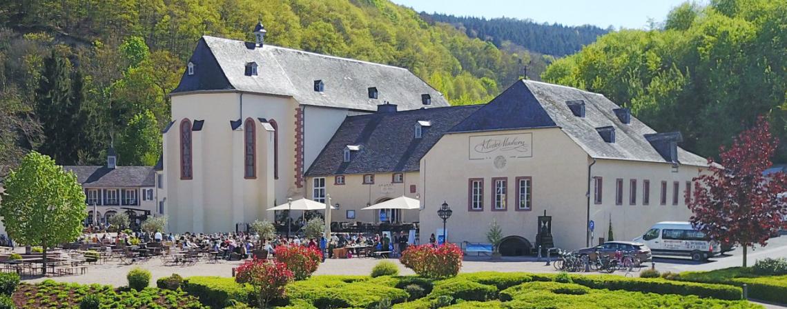 Klosteransicht Kloster Machern Park Frühsommer